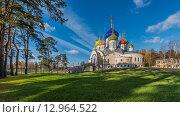 Купить «Церковь Святого Игоря Черниговского в Ново-Переделкино», фото № 12964522, снято 29 октября 2015 г. (c) Николай Сачков / Фотобанк Лори