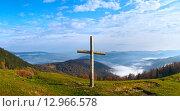 Купить «Cross on mountain», фото № 12966578, снято 18 октября 2018 г. (c) Юрий Брыкайло / Фотобанк Лори