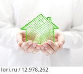 Купить «Drawing house in hands », фото № 12978262, снято 18 февраля 2020 г. (c) PantherMedia / Фотобанк Лори