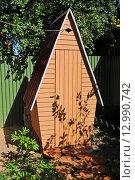 Купить «Дачный туалет», эксклюзивное фото № 12990742, снято 16 июля 2014 г. (c) Юрий Морозов / Фотобанк Лори