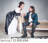 Купить «Мужчина и женщина в средневековой одежде», фото № 12995694, снято 23 августа 2015 г. (c) Darkbird77 / Фотобанк Лори