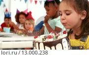 Купить «Happy kids at a birthday party», видеоролик № 13000238, снято 8 июля 2020 г. (c) Wavebreak Media / Фотобанк Лори