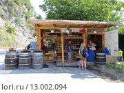 Купить «Придорожный магазин с медом и вином, Черногория», эксклюзивное фото № 13002094, снято 18 июля 2015 г. (c) Алексей Гусев / Фотобанк Лори