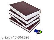 Купить «Книги и флэш-накопитель», эксклюзивное фото № 13004326, снято 8 февраля 2014 г. (c) Юрий Морозов / Фотобанк Лори