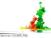 Движение разноцветной жидкости над водной поверхностью. Стоковое фото, фотограф Смирнов Константин / Фотобанк Лори