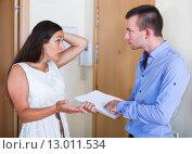 Купить «Confused tenant and furious landlord», фото № 13011534, снято 18 августа 2018 г. (c) Яков Филимонов / Фотобанк Лори
