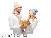 Купить «smiling couple in winter clothes with gift box», фото № 13031926, снято 8 октября 2015 г. (c) Syda Productions / Фотобанк Лори
