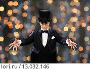 Купить «magician in top hat showing trick», фото № 13032146, снято 12 сентября 2013 г. (c) Syda Productions / Фотобанк Лори