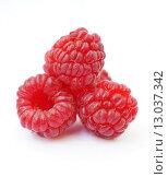 Купить «Плоды малины. Три красные ягоды на белом фоне», эксклюзивное фото № 13037342, снято 17 сентября 2015 г. (c) Dmitry29 / Фотобанк Лори