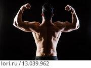 Купить «Muscular man posing in dark studio», фото № 13039962, снято 14 мая 2015 г. (c) Elnur / Фотобанк Лори