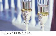 Бокалы шампанского и свадебные кольца. Стоковое видео, видеограф Потийко Сергей / Фотобанк Лори