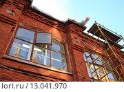 Окна здания Трехгорной мануфактуры. Москва, Россия (2015 год). Стоковое фото, фотограф Дмитрий Степанов / Фотобанк Лори