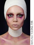 Купить «Женский портрет в образе клоуна», фото № 13042198, снято 7 апреля 2015 г. (c) Людмила Дутко / Фотобанк Лори