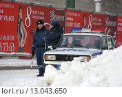 Купить «Сотрудники милиции на службе», эксклюзивное фото № 13043650, снято 23 февраля 2010 г. (c) lana1501 / Фотобанк Лори