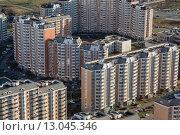 Купить «Вид сверху современные дома спального района российского города», фото № 13045346, снято 18 ноября 2013 г. (c) Николай Винокуров / Фотобанк Лори