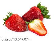 Купить «Крупные ягоды клубники», фото № 13047074, снято 15 апреля 2013 г. (c) Morgenstjerne / Фотобанк Лори