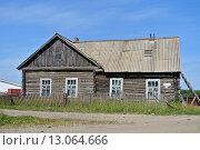 Купить «Старый жилой дом на Соловках», эксклюзивное фото № 13064666, снято 30 июля 2013 г. (c) Лариса Вишневская / Фотобанк Лори