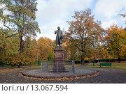 Купить «Памятник Иммануилу Канту в Калининграде», эксклюзивное фото № 13067594, снято 23 октября 2015 г. (c) Svet / Фотобанк Лори