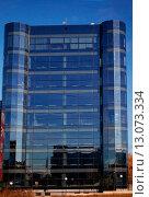 Стеклянный фасад офисного здания. Стоковое фото, фотограф Ольга Коретникова / Фотобанк Лори