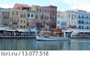 Лодка в порту на Крите (2015 год). Редакционное фото, фотограф Надежда Молчанская / Фотобанк Лори