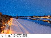 Купить «Вид на Кремль в Великом Новгороде зимним вечером в снегопад», фото № 13077558, снято 17 июня 2019 г. (c) Зезелина Марина / Фотобанк Лори