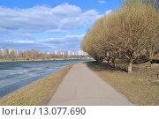 Купить «Серебряно-Виноградный пруд в Москве», эксклюзивное фото № 13077690, снято 22 апреля 2013 г. (c) lana1501 / Фотобанк Лори