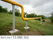 Купить «Газопровод в горах Крыма», фото № 13080162, снято 28 мая 2015 г. (c) Алексей Маринченко / Фотобанк Лори