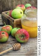 Купить «Summer still life of apples and honey», фото № 13090454, снято 19 октября 2019 г. (c) PantherMedia / Фотобанк Лори