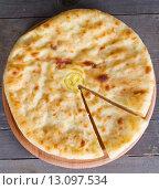 Купить «Осетинский пирог с сыром и картофелем», фото № 13097534, снято 15 ноября 2015 г. (c) Ален Лагута / Фотобанк Лори