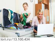 Купить «Woman with daughter planning vacation», фото № 13100434, снято 22 марта 2019 г. (c) Яков Филимонов / Фотобанк Лори