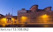 Купить «City wall of Leon in night», фото № 13108062, снято 22 мая 2019 г. (c) Яков Филимонов / Фотобанк Лори