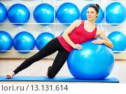 Купить «woman doing warm up fitness ball exercise», фото № 13131614, снято 9 марта 2015 г. (c) Дмитрий Калиновский / Фотобанк Лори