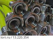 Газовые жёлтые гибкие металлорукава. Стоковое фото, фотограф Кохан Пётр / Фотобанк Лори