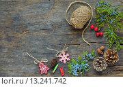 Купить «Нитки, елочные украшения, шишки и ягоды можжевельника на деревянном столе», фото № 13241742, снято 2 декабря 2014 г. (c) Iordache Magdalena / Фотобанк Лори