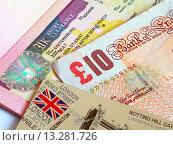 Купить «Английский сувенир и купюра достоинством в десять фунтов лежат на развороте заграничного паспорта гражданина РФ со студенческой визой Соединённого Королевства», эксклюзивное фото № 13281726, снято 5 сентября 2015 г. (c) Артём Крылов / Фотобанк Лори