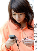 Купить «Teenage girl listening to music», фото № 13311402, снято 19 декабря 2007 г. (c) age Fotostock / Фотобанк Лори