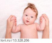 Купить «cute baby with parent», фото № 13328206, снято 4 июля 2020 г. (c) age Fotostock / Фотобанк Лори