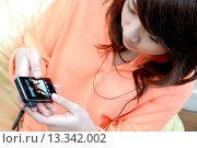 Купить «Teenage girl listening to music», фото № 13342002, снято 19 декабря 2007 г. (c) age Fotostock / Фотобанк Лори