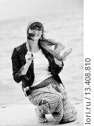 Купить «beautiful young woman on beach with scarf relax smile and have fun», фото № 13408810, снято 5 апреля 2020 г. (c) age Fotostock / Фотобанк Лори