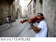 Купить «Busker at the door of the Cathedral of Valencia, Valencia, Spain, Europe», фото № 13418242, снято 28 января 2020 г. (c) age Fotostock / Фотобанк Лори
