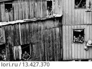 Купить «People watch out of their windows in a shanty town of Manaus, Brazil  Amazonia is the world´s largest dense tropical forest area  Since the 16th century...», фото № 13427370, снято 20 марта 2019 г. (c) age Fotostock / Фотобанк Лори