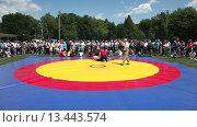 Купить «Татарская национальная борьба на поясах Куреш», видеоролик № 13443574, снято 22 марта 2019 г. (c) FotograFF / Фотобанк Лори