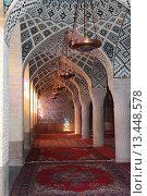 Купить «Молельный зал в мечети Надир-аль-Мульк в городе Шираз. Персия. Иран. Ближний Восток. Азия», фото № 13448578, снято 13 августа 2015 г. (c) Денис Козлов / Фотобанк Лори