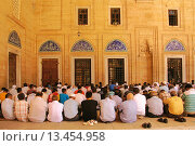 Купить «Friday pray at the Selimiye Camii mosque, Edirne, Thrace, Turkey», фото № 13454958, снято 29 мая 2020 г. (c) age Fotostock / Фотобанк Лори