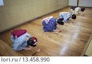 Купить «Geishas and ´maikos´ geisha apprentice in dance class  Geisha schoolKaburenjo of Miyagawacho Kyoto Kansai, Japan», фото № 13458990, снято 15 июля 2020 г. (c) age Fotostock / Фотобанк Лори