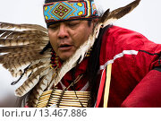 Mt. Airy, Maryland: April 13, 2008. A Native American man dances at the Healing Horse Spirit Pow_Wow in Mt. Airy, Maryland. Стоковое фото, фотограф MyLoupe\UIG / age Fotostock / Фотобанк Лори