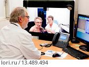 Купить «Telemedicine consultation between two hospitals Hospital Vaugirard and Hospital Européen Georges Pompidou, HEGP. Network TéléGéria, consultation at a distance...», фото № 13489494, снято 20 июля 2018 г. (c) age Fotostock / Фотобанк Лори