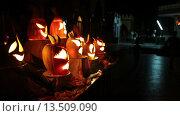 Купить «Лица, вырезанные из тыкв с подсветкой изнутри. Праздник Хеллоуин», видеоролик № 13509090, снято 25 ноября 2015 г. (c) Кекяляйнен Андрей / Фотобанк Лори