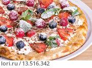 Ягодная пицца. Стоковое фото, фотограф Эдуард Пиолий / Фотобанк Лори