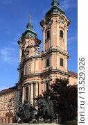 Купить «Hungary, Eger, Friar Minors´ Church, Border Warriors Monument,», фото № 13529926, снято 26 мая 2019 г. (c) age Fotostock / Фотобанк Лори